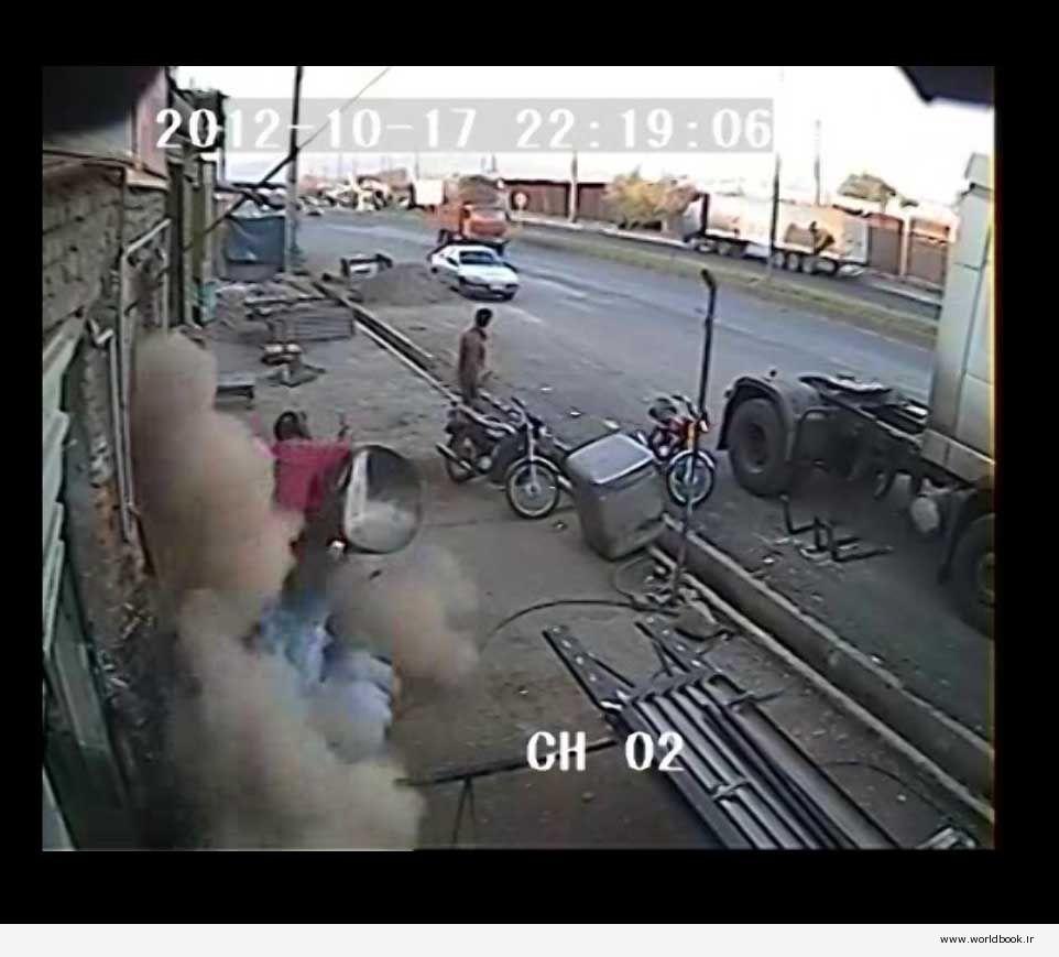 دانلود فیلم صحنه انفجار در تعمیرگاه و نجات معجزه آسا برگرفته از دوربین های نصب شده توسط شرکت بیر سیستم